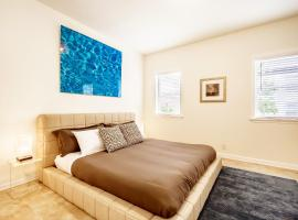 A picture of the hotel: Gorgeous 3 Bedroom Passyunk House with Patio