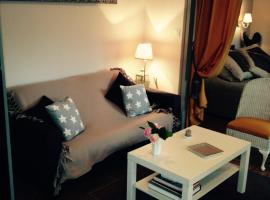 Hotel Photo: Le Petit Val Rose