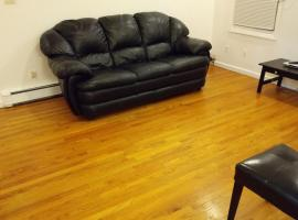 Hotel Photo: Wood Floors, Luxury 2 Bed Apt, 15 Min to NYC