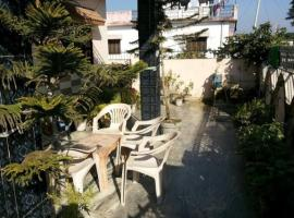 A picture of the hotel: 3-BR homestay for 9, by GuestHouser