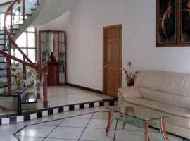 A picture of the hotel: 3-BR apartment in Hyderabad, by GuestHouser 17758