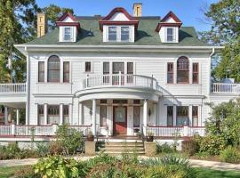 Hotel Photo: 600 Main, A Bed & Breakfast and Victorian Tea Room