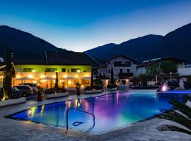 Hotel Photo: Schlosshof Charme Resort – Hotel & Camping