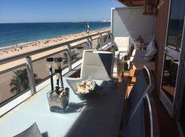 Hotel photo: Luxury Oceanfront triplex in Cadiz