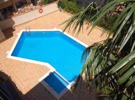 Hotel Photo: Lerts Holidays Centric Apartament with Pool - Palmera 1