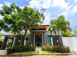 Hotel Photo: Baan Bua Villa by Railand
