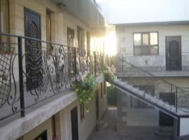 A picture of the hotel: Guesthouse Kamelot