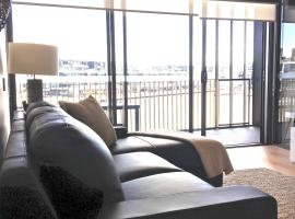 Foto do Hotel: Boutique Properties Canberra Luxury Two Bedroom 'Tanderra Suite' Kingston Foreshore