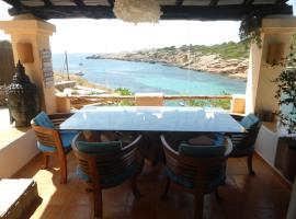 Hotel photo: Ibiza Sunset & Seafront House V4