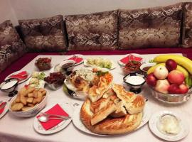 Hotel Photo: RAHAT Hostel in Toktogul