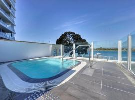 Hotel photo: Waters Edge Luxury @ Mandurah - By The Estuary