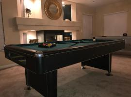 A picture of the hotel: Large 6BR Home Near The Strip and Airport