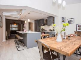 Hotel photo: 3 Bedroom Home with Skylight and Garden