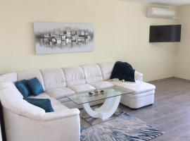Hotel Photo: Luxurious, completely renovated apartment