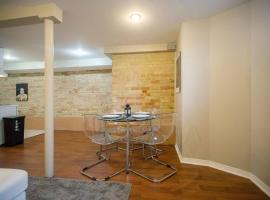 Hotel Photo: Grand Forest Hill 2BR Hideaway!