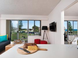 A picture of the hotel: Waterview Beach Apartment