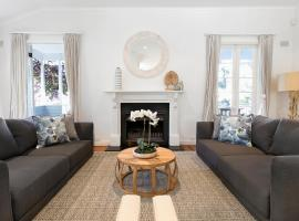 Hotel photo: Sublime five-bedroom home 5 minutes from the beach