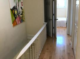 Hotel Photo: Hip and Cozy 3 BR Duplex