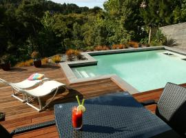 Hotel Photo: Decks of Paihia