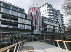 Hotel Photo: High rise new apt near YVR
