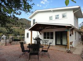 Hotel Photo: Dragonview Retreat 4 Bed 2 Bath