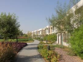 A picture of the hotel: Three Bedroom Townhouse - Flamingo 2