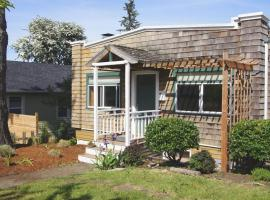 Hotel Photo: 6036 38th Ave SW Cottage Cottage