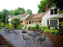 Hotel Photo: Inn at Baldwin Creek & Mary's Restaurant