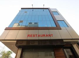 A picture of the hotel: OYO 10131 Hotel Raj