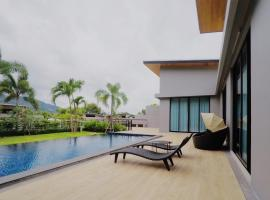 Hotel Photo: 4 BDR LUXURY PRIVATE POOL VILLA - NAIHARN BEACH