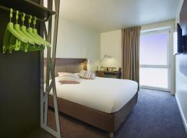 A picture of the hotel: CAMPANILE PARIS SUD - Saclay
