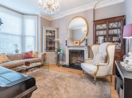 Hotel photo: Stunning family home in Wimbledon