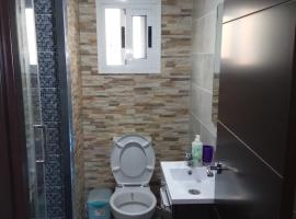 A picture of the hotel: Apartamento Angel Alcazar 35
