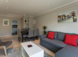 "Hotel Photo: ""HomeySuite"" Master in Cascais City Centre"
