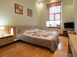 Hotel photo: Big studio on 22-A, Mykhailivska Str - Home-Hotel Apartments