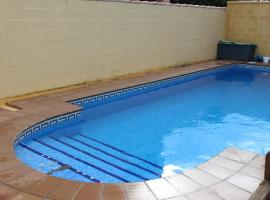 Hotel Photo: Chalet Popeye con piscina