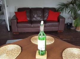 Hotel Photo: West end 2 bed flat, free parking!
