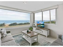 Hotel photo: Beachside living, 2 bed right on Narrabeen Beach