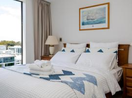 A picture of the hotel: Epsom Central Brand New & Modern 2 Bd Apt + Parking