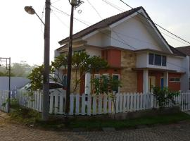 Hotel Photo: Zhafran Vbt Malang Homestay