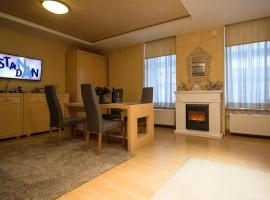 Fotos de Hotel: Stay for a Day at MAIN BAN JELAČIĆ SQUARE