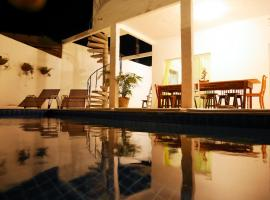 Hotel Photo: Casa do Sol - Pousada Share House