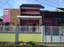 Hotel Photo: Khansa 3 Homestay