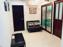 Hotel photo: 3 Bedroom 2 Bathroom Comfy Apartment in Yau Ma Tei