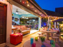 Hotel Photo: Relaxing Palm Pool Villa and Tropical Garden