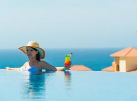 Хотел снимка: LuxLife Cabo Vacations - A 5 Star Authentic Cabo Experience - Package Includes: Luxury 5 Star Marina / Ocean View Suite, Sunset Sailing For 4, Roundtrip Private Airport Transportation, Personal Concierge.