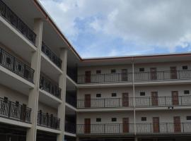 A picture of the hotel: PADDY'S HOTEL & APARTMENTS