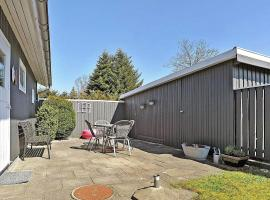 Hotel Photo: Three-Bedroom Holiday home in Hals 43