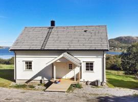 Hotel Photo: Three-Bedroom Holiday home in Flatanger