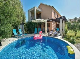 Hotel photo: Holiday home Solin with Outdoor Swimming Pool 369